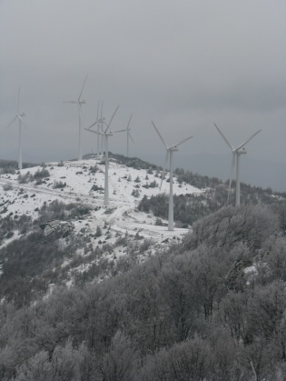 Το αιολικό πάρκο στη θέση Σωρός μετά την πρόσφατη χιονόπτωση