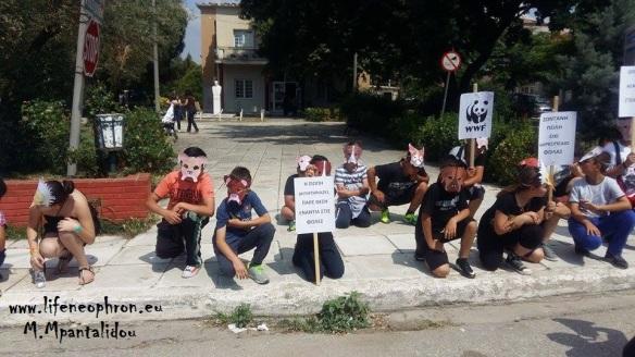 Εικόνα 6. Έξω από το Δημαρχείο των Σαπών